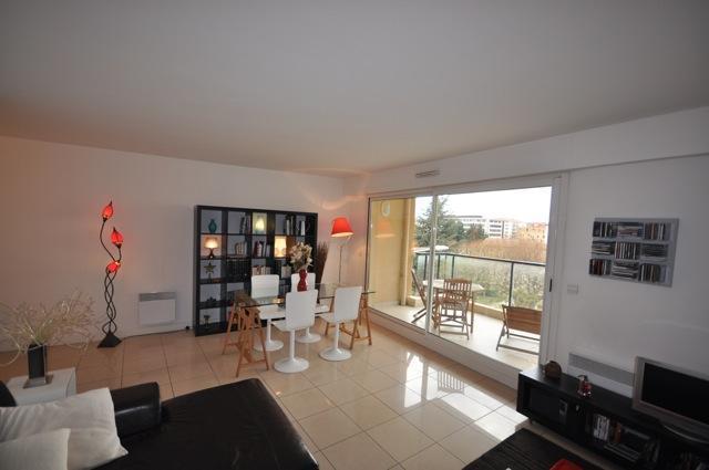 Great 2 Bedroom Apartment Rotonde with Terrace & Lift, in Downtown Aix en Provence - Image 1 - Aix-en-Provence - rentals