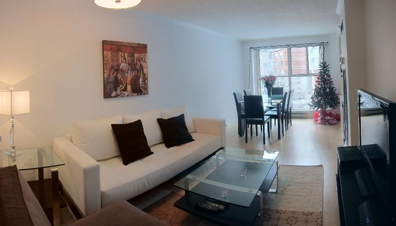 Open space Living Room, Dining Room - St. Lawrence Market 3 Bedroom Condo - Toronto - rentals