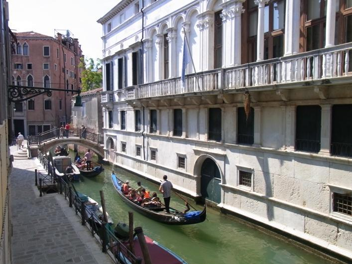 This is the view outside your windows - CA' VIVA with view on the typical Venetian canal. - Venice - rentals