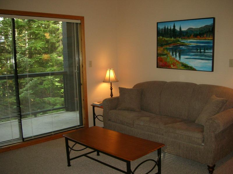 Livingroom - Powderhorn upper village 2 bedroom condo - Whistler - rentals