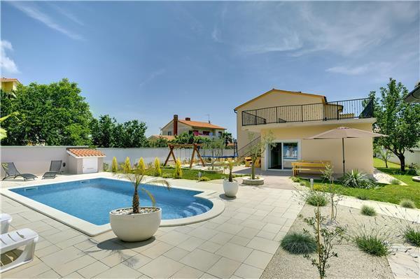 5 bedroom Villa in Banjole, Istria, Croatia : ref 2209211 - Image 1 - Medulin - rentals