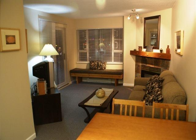 Dining/Living area - Marketplace Lodge 226 - Central location on the Olympic Plaza - Whistler - rentals