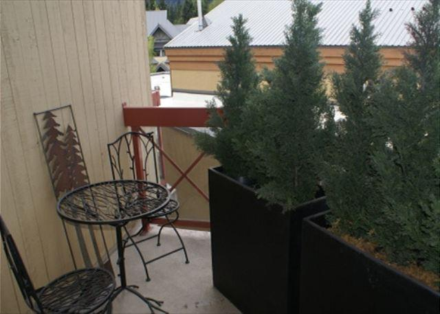 Market Pavilion 318 - Newly renovated and centrally located with free parking - Image 1 - Whistler - rentals