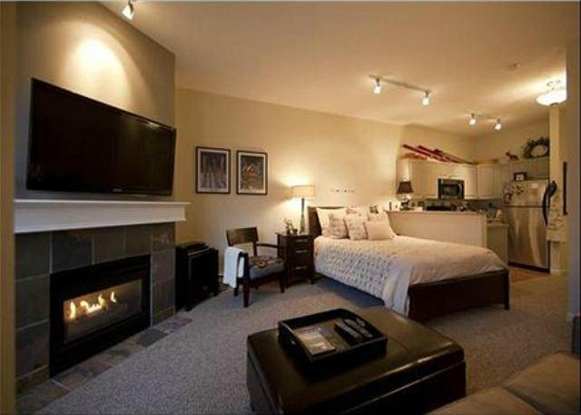 Overview - Market Pavilion 318 - Newly renovated and centrally located with free parking - Whistler - rentals
