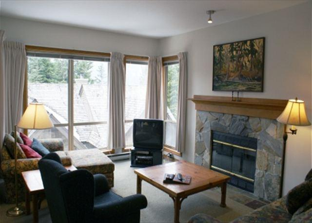 Living room - Painted Cliff 36 - Spacious ski in ski out property located on Blackcomb - Whistler - rentals