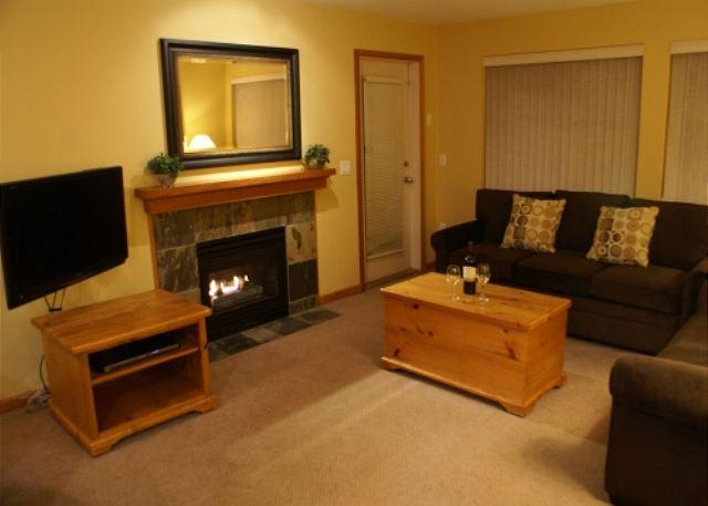 Living room - Stoney Creek Northstar 8 - Conveniently located with pool and hot tub access - Whistler - rentals