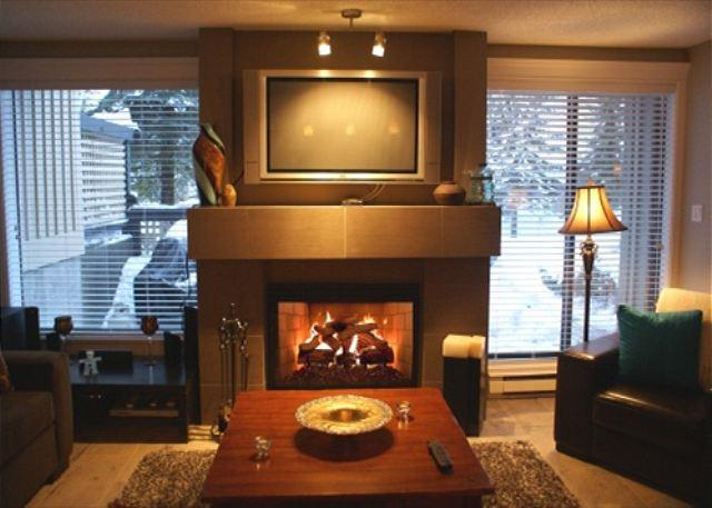 Living Room - Snowberry 19 - Renovated upper village property with free parking and wifi - Whistler - rentals