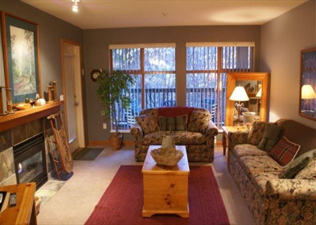 Living room - Stoney Creek Northstar 49 - Quiet location, free parking, pool and hot tub - Whistler - rentals