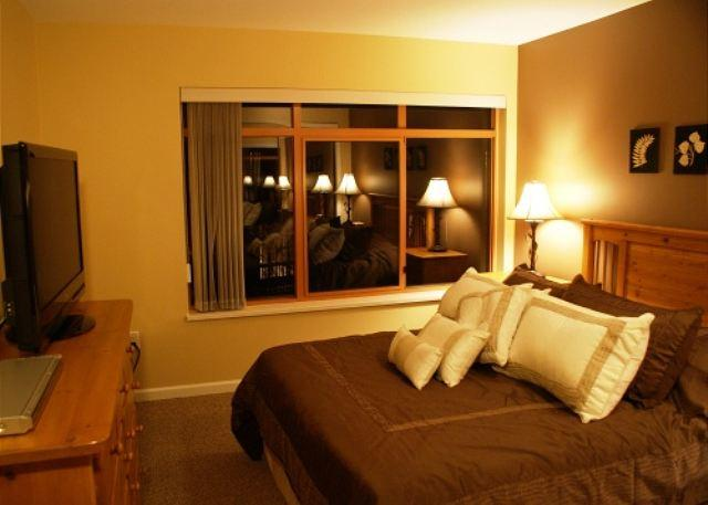 Master Bedroom - Stoney Creek Northstar 65 - Deluxe 2 bedroom condo, pool and hot tub access - Whistler - rentals