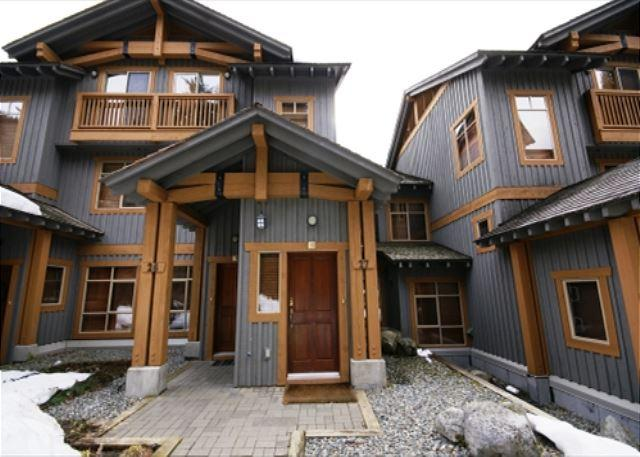 Taluswood The Bluffs 27 - deluxe slope-side 3 bedroom with stunning views - Image 1 - Whistler - rentals