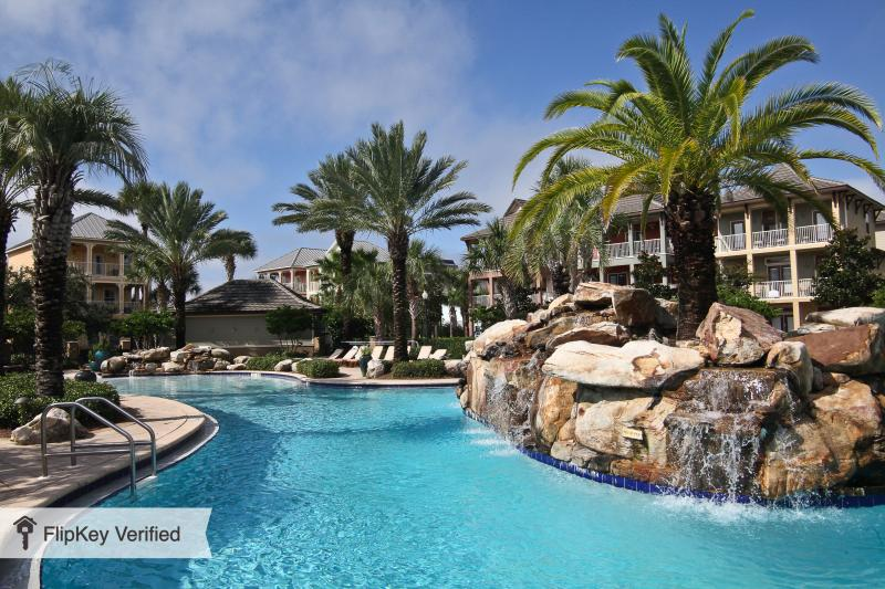 Luxury Vacation Home - Great location, walk to the beach and shopping. - Image 1 - Destin - rentals