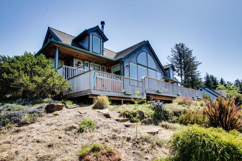 Beach lodge with ocean views & a private hot tub! - Image 1 - Neskowin - rentals