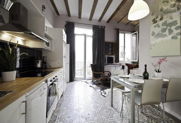kitchen view+dining area - Cosy Ramblas. Quality+Affordability - Barcelona - rentals