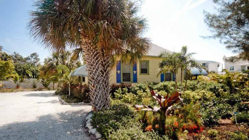View from Street - Whispering Pines - Anna Maria - rentals