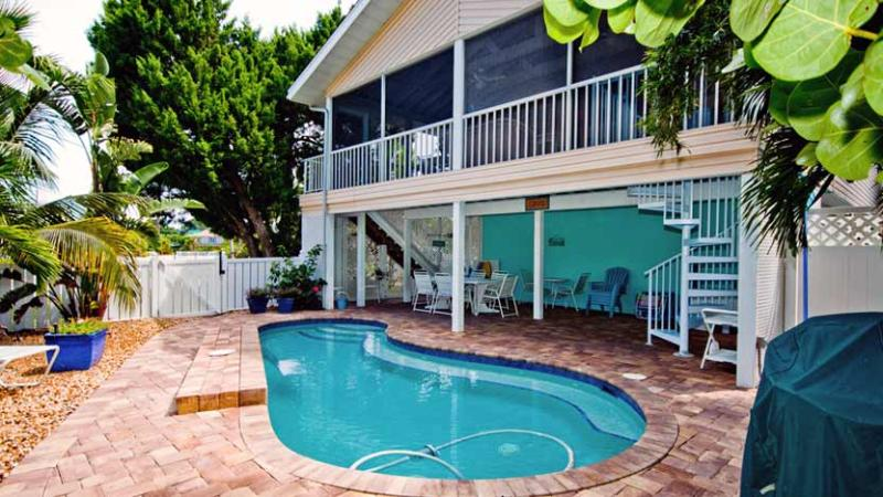 Screened Lanai/Porch Overlooks Heated Pool - Life is Good at the Beach: 3BR Family/Pet-Friendly - Anna Maria - rentals