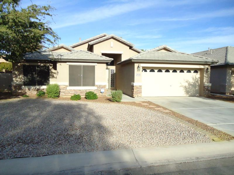 Street view of Home - Luxurious Single Level Home in San Tan Valley. - San Tan Valley - rentals