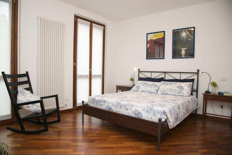 first bedroom - Casa Lory: LEA. Spacious apartment with private garden (8 people). - Bellagio - rentals