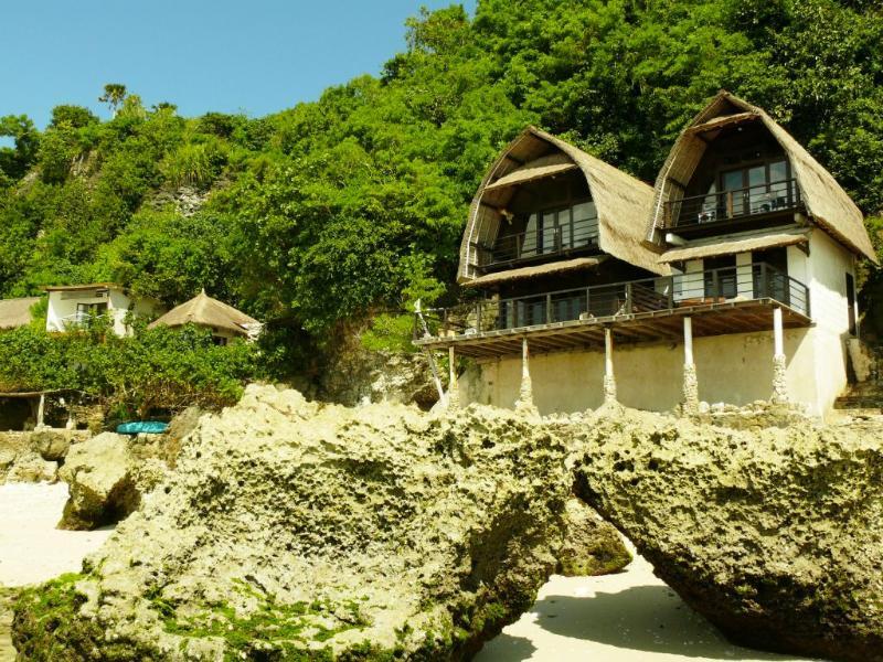 Front View at Low tide - Beach Front Villa Uluwatu - Elizabeth & Janneke - Bali - rentals