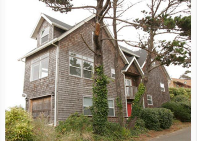 Lighthouse - Custom-built Ocean Front hm w/ spectacular panoramic ocean views - Image 1 - Lincoln City - rentals