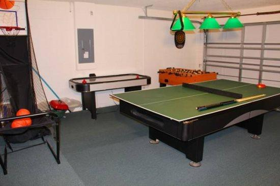 4 Bedroom 2 Bathroom Pool Home in Westridge. 7287 - Image 1 - Orlando - rentals