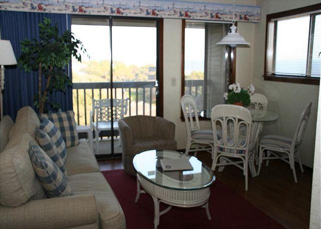 Living Room/Dining Area - Carolina Beach Club 225 - 2 Bedroom 2 Bathroom Oceanside Flat - Hilton Head - rentals