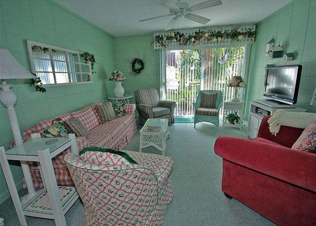 Living Room - Hilton Head Cabana 43 - 2 Bedroom 1 and 1/2 Bathroom Poolside Townhome - Hilton Head - rentals