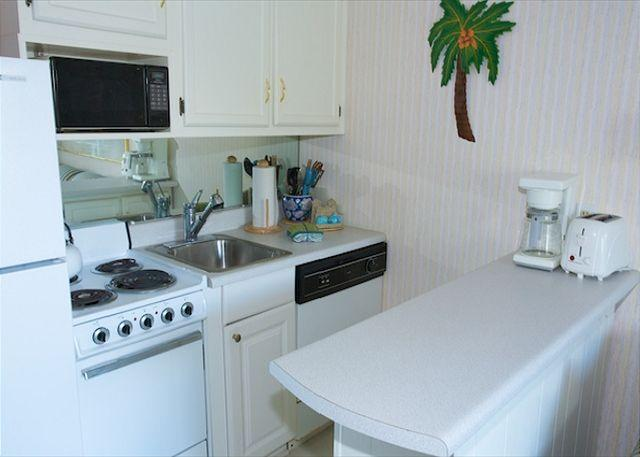 Seaside Villa # 112 Kitchen - Seaside Villa 112 - 1 Bedroom 1 Bathroom Oceanside Flat Hilton Head, SC - Hilton Head - rentals