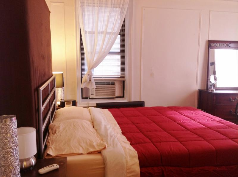 Large bedroom with a Tempurpedic queen sized bed,two large dressers with linens,towels,and blankets. - Large 1 Bed room in Manhattan - New York City - rentals