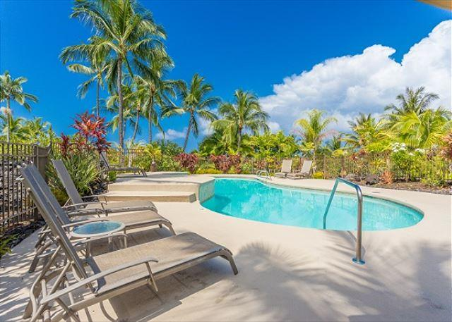 Swimming pool deck- www.konacoastvacations.com - Great Location-Island home, sleeps 4! Keauhou Resort 143 - Kailua-Kona - rentals