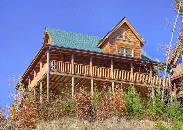 Smoky Mountain Cabin - Bear Hug - Smoky Mountain 2 Bedroom Cabin Rental with Air Hockey, Pool Table and Hot Tub - Sevierville - rentals