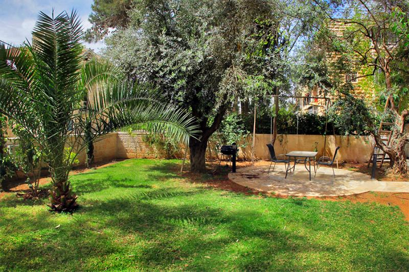 Pastoral, heavenly quiet gardens - LUXURY SISTER APT ~  2 BDR ~ WITH LARGE GARDEN - Jerusalem - rentals