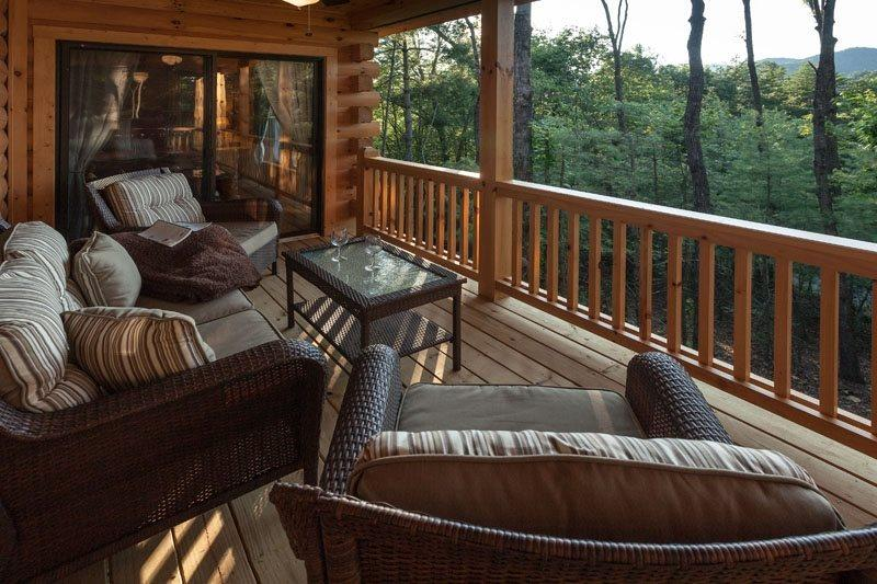Private deck seating area - The Weeks End - Ellijay - rentals