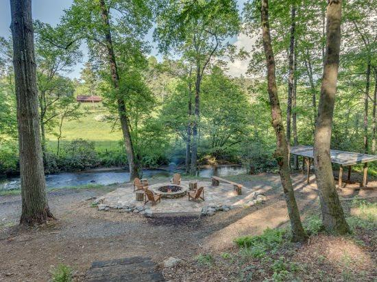Incredible fire pit right on the river banks - A Bit Of It All - Blue Ridge - rentals