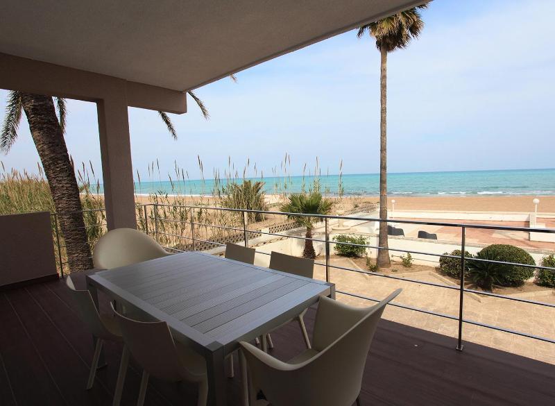 STUNNING HOUSE FACING A QUIET BEACH - Image 1 - Denia - rentals