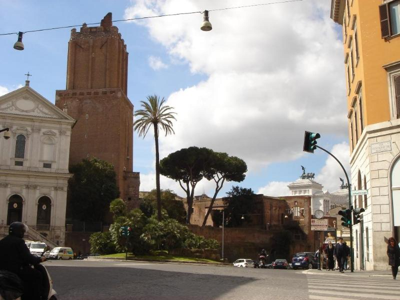 Outside the entrance - Sweet Dreams in the Heart of Rome - Rome - rentals