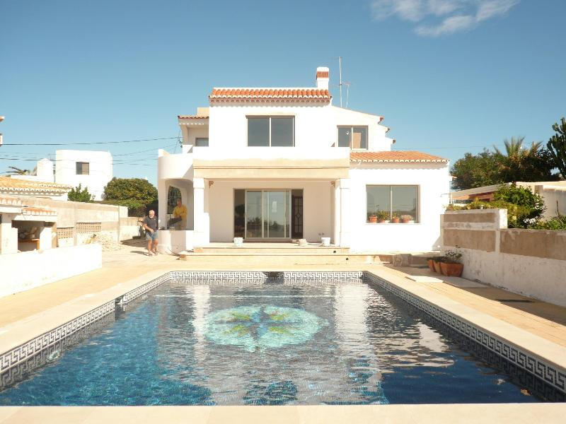 Outdoor pool and rear of house - Carvoeiro Guest House Double Bedroom Special offer - Carvoeiro - rentals