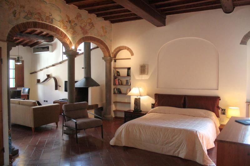 Studio Raperonzolo - Duomo  by Acaciafirenze - Image 1 - Montaione - rentals