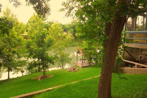 River front, deck & pier, nice lawn, covered patio - Riverfront, trout fishing pier, 3Br/3Ba,screenPorch - New Braunfels - rentals