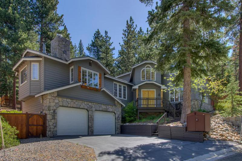 Prima Del Norte is the perfect spot for the whole family to relax. - Gorgeous home with pool table, walking distance to trails and national forest - Prima Del Norte - South Lake Tahoe - rentals