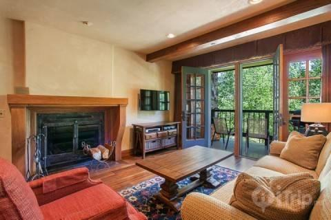 Listen to the flowing creek in this beautiful sunken living room with wood fireplace, flat screen TV and DVD player. - Creekside at Beaver Creek - Avon - rentals