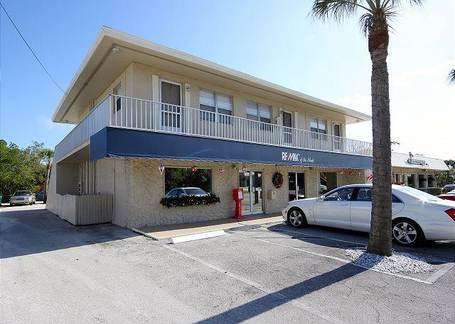 Exterior - Second floor apartment in the heart of Sanibel - Sanibel Island - rentals