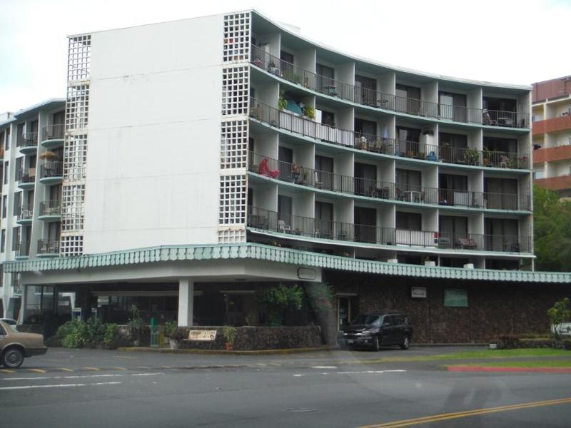 Country Club front on Banyan Street - Ocean front condo  next to Reeds Bay in Hilo, HI - Hilo - rentals