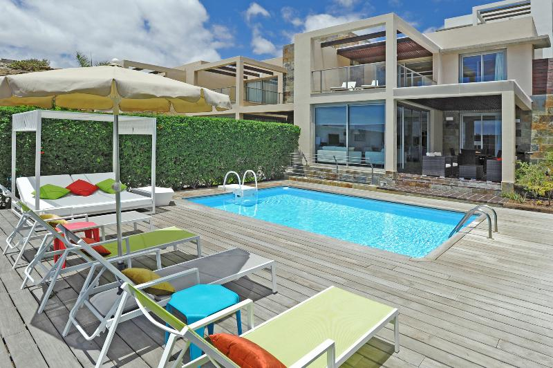 Holiday villa with 3 bedrooms and pool - Image 1 - Maspalomas - rentals