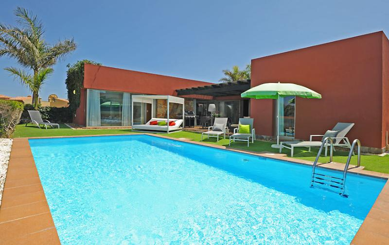 Holiday villa with 3 bedrooms and big pool - Image 1 - Maspalomas - rentals