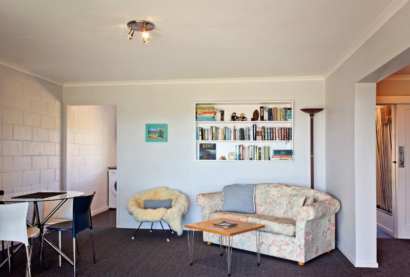 Apartment Dining/Living Area - Windy Waves Apartment - Levin - rentals