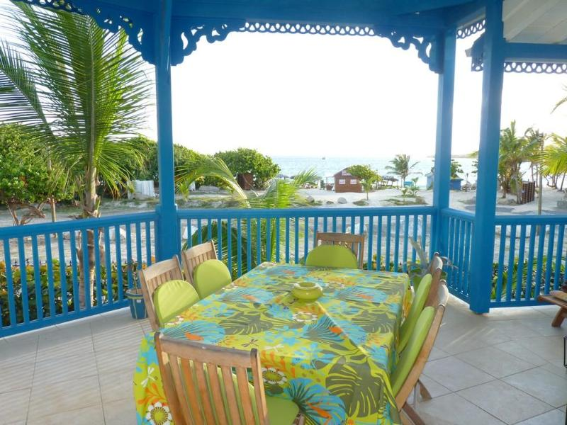 Newly renovated apartment with 2 bedrooms, 2 bathrooms and a sea view - Image 1 - Orient Bay - rentals