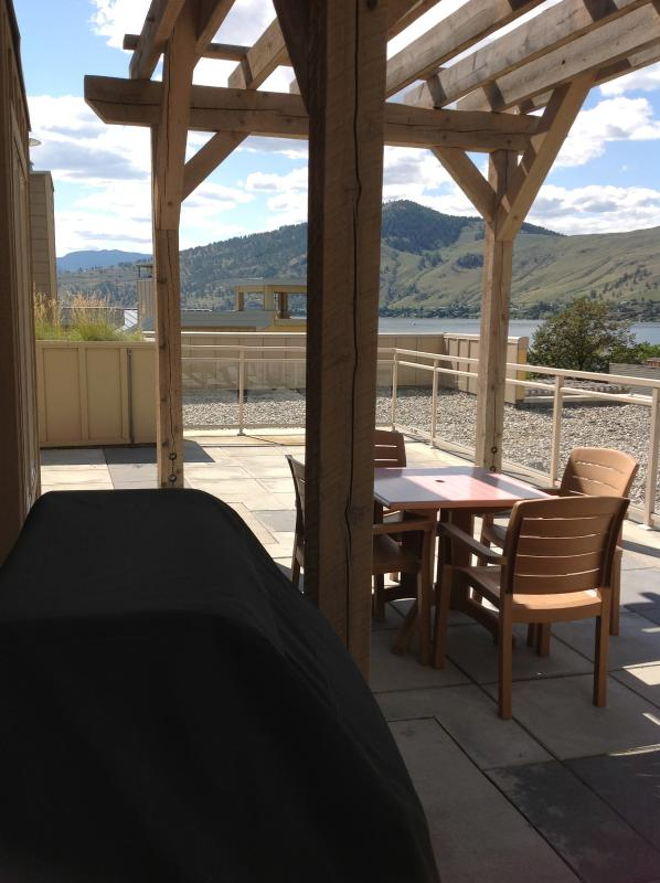 outdoor loft deck - Luxury King suites- On Okanagan Lake- 30 mins from Ski Hill! - Vernon - rentals