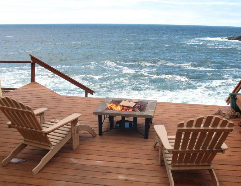 SEA ROSE SUITE'S PRIVATE DECK - An Ocean Paradise Whales Rendezvous, Depoe Bay, OR - Depoe Bay - rentals