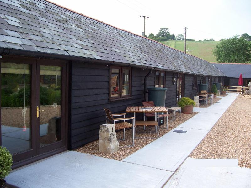 3 Mill Cottages, rural location near Hastingleigh - Image 1 - Ashford - rentals