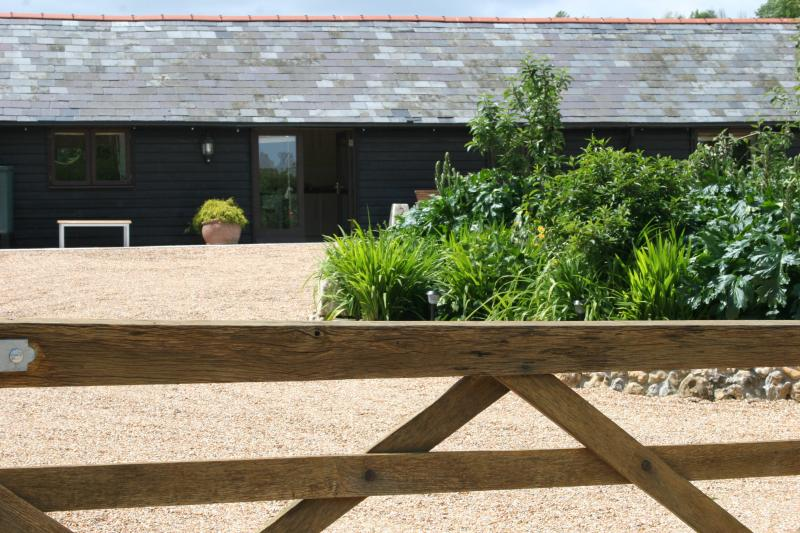 2 Mill Cottages, rural location in Hastingleigh - Image 1 - Ashford - rentals